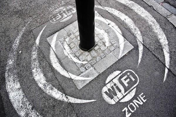 Тротуары_начали_раздавать_Wi-Fi_в_Великобритании1