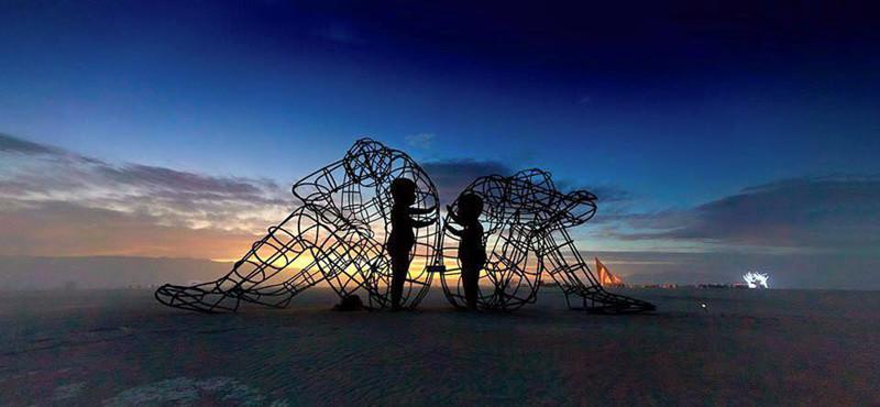 skulptura-vnutrennih-detej-zaklyuchennyh-v-telah-vzroslyh-1